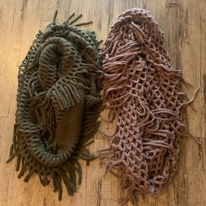 Accessories - Set of 2 women's fringe infinity scarves